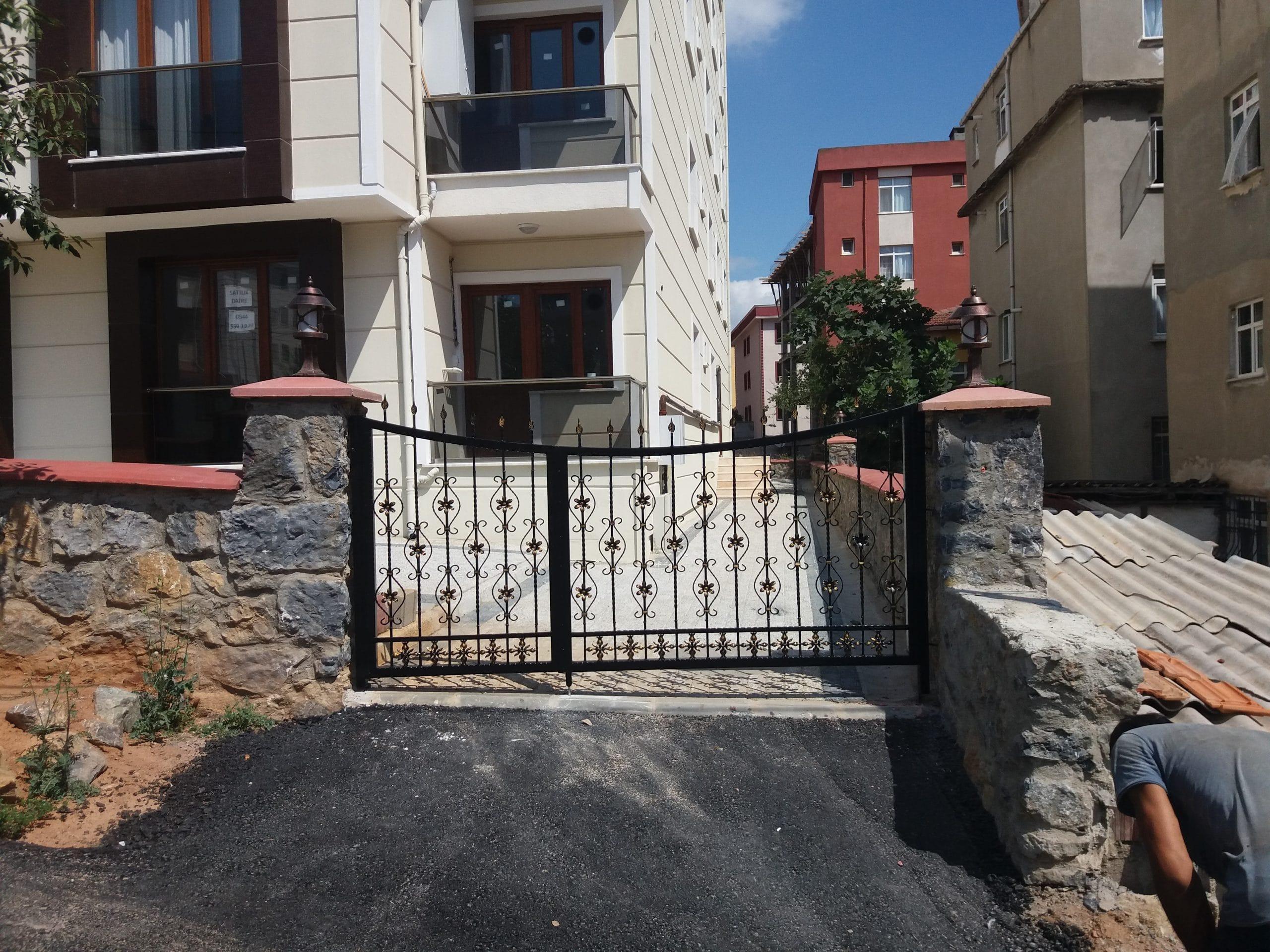 İstanbul Bahçe Giriş Kapıları